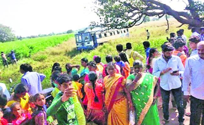 Tandur Depo Bus Slips Off Road At Pudur - Sakshi