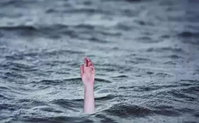 Inter Student Fell Into Water While taking Selfie In Guntur - Sakshi