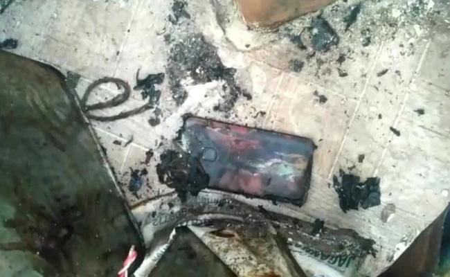 Man dies after mobile phone explodes in Odisha  - Sakshi