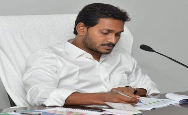CM YS Jagan Mohan Reddy Pay Attention On Inter Colleges Over Charges High Fees From Students - Sakshi