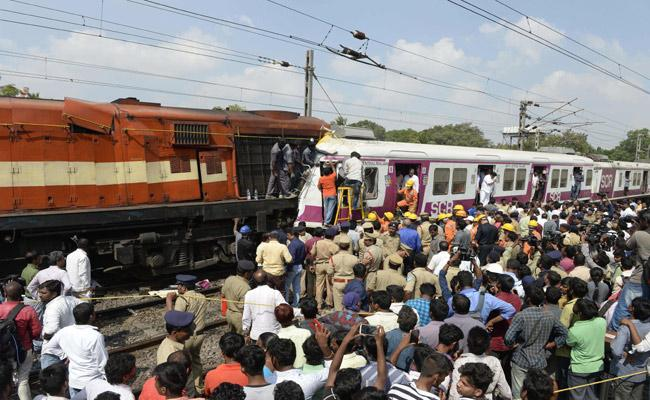 Several Trains Cancelled Due To Train Collision At Kacheguda - Sakshi