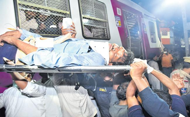 Hyderabad Trains Collision : MMTS Loco Pilot Rescued - Sakshi