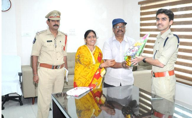 Police Resolved The 8 Years Pending Case In 7Days In Nellore - Sakshi