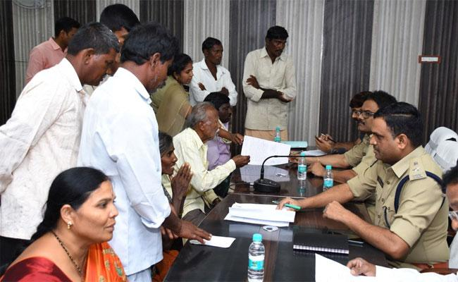 Person Cheated Unemployee By Offering Forest Section Officer Job In Kurnool - Sakshi