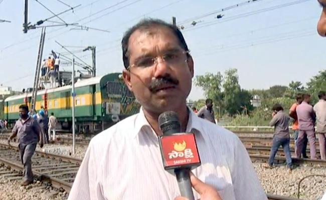 Case Filed Against Loko Filet On Kacheguda Train Accident - Sakshi