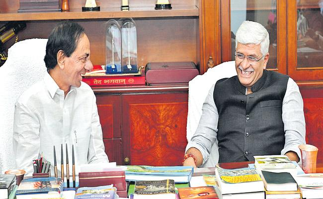 Gajendra Singh Shekhawat Meets KCR In Pragathi Bhavan - Sakshi