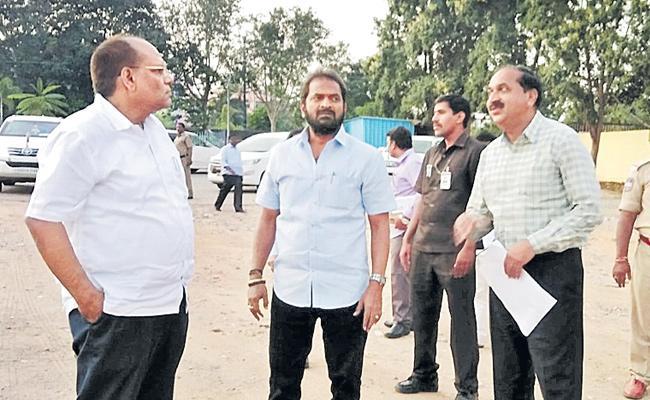 Srinivas Goud Over Neera Stall And Food Court At Tank Bund - Sakshi