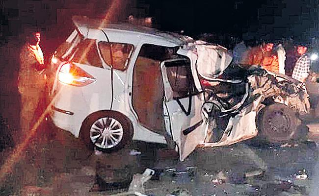 Three Engineering Students Died In Car Accident At Suryapet District - Sakshi