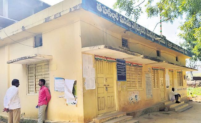 Tahsildar Offices Not Opening Since One Week In Rangareddy - Sakshi