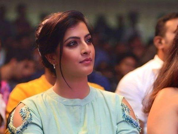Reports Says Varalakshmi Joined Ravi Tejas Upcoming Film - Sakshi