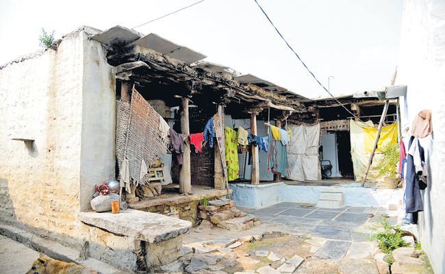 Distressing situation in Kurnool District Adoni Divisional Villages - Sakshi