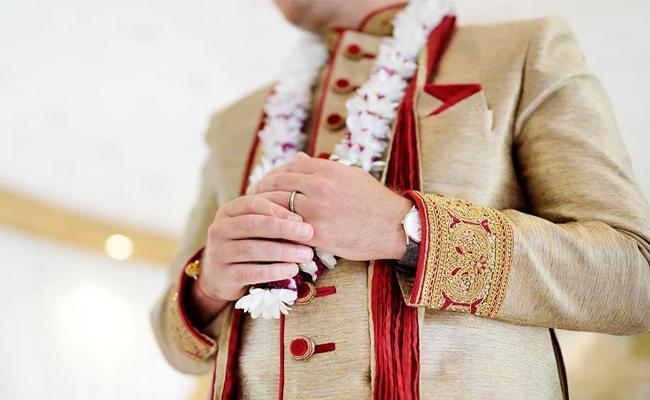 Groom Missing on Wedding Day in Tamil nadu - Sakshi