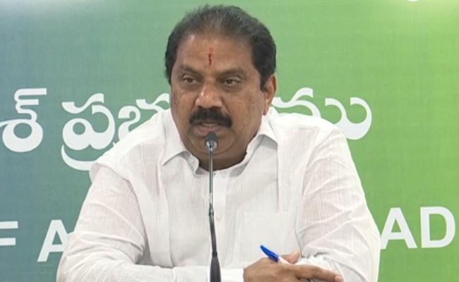 Malladi Vishnu Slams On Chandrababu Naidu Over Sand Policy - Sakshi