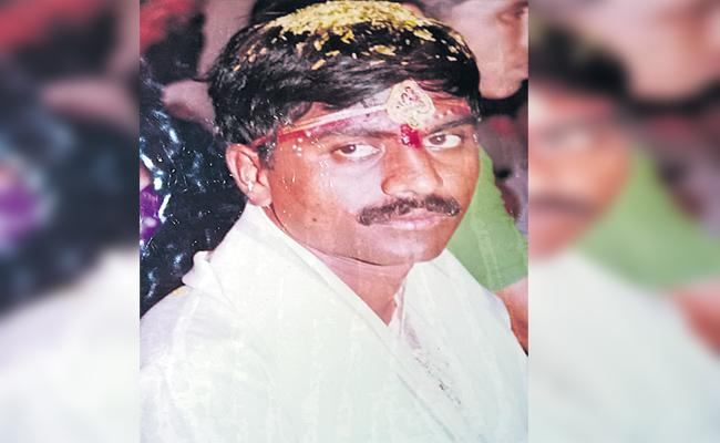 Parents Murdered Son In warangal - Sakshi
