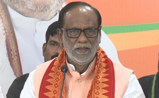BJP Leader Laxman Fires On KCR And Rahul Gandhi In Warangal - Sakshi