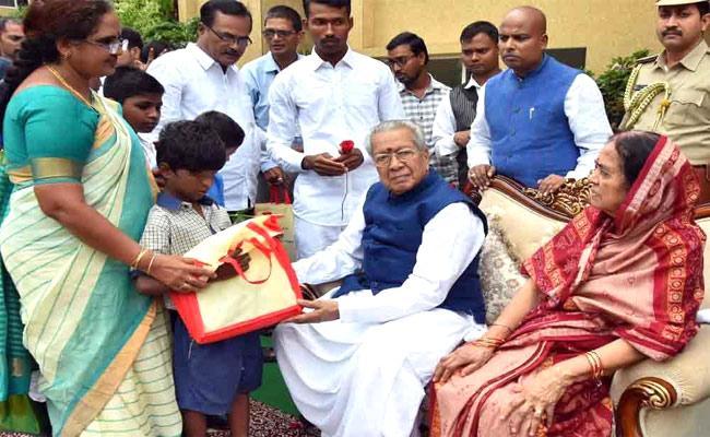 Children's Day Celebrated At Raj Bhavan In Vijayawada - Sakshi