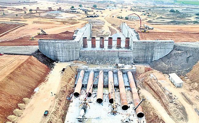 Work On Kondapochamma Reservoir Nearing Completion - Sakshi
