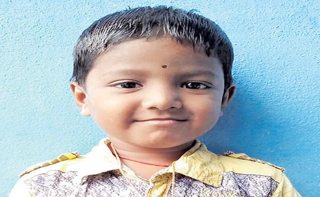Six years old student dead in private school - Sakshi