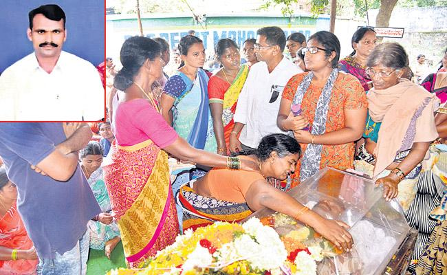 TSRTC Strike : Mahabubabad Depot Driver Commits Suicide - Sakshi