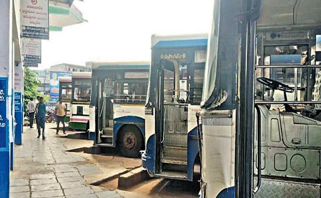 TSRTC Strike : Rejoin Employees In Dilemma Situation - Sakshi