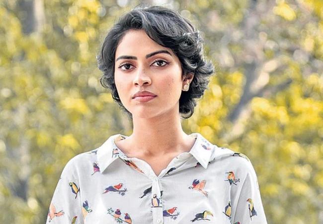 Amala Paul still part of Mani Ratnams Ponniyin Selvan - Sakshi