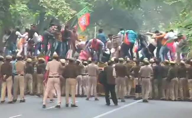 BJP Activists Protest In Front Of AICC Office In New Delhi - Sakshi