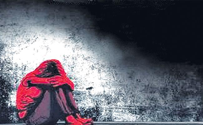 Drunkard Father Sold His Daughter For 3 Lakhs In Telangana - Sakshi