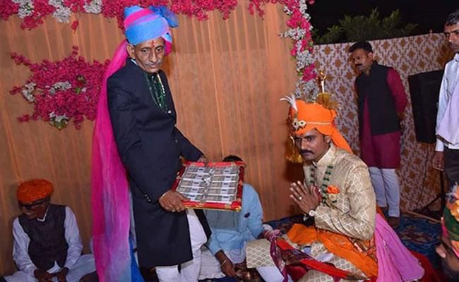 CISF Jawan Refuses Dowry At Wedding And Takes Rs 11 From Bride Parents - Sakshi