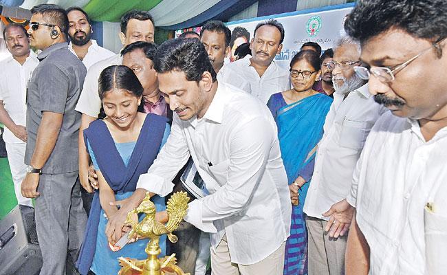 YS Jagan Mohan Government Support Poor Children Education - Sakshi