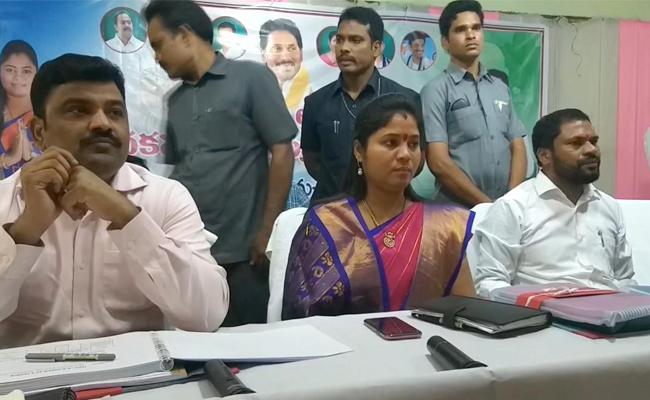AP Deputy CM Pushpa Srivani Talks In Press Meet In West Godavari - Sakshi