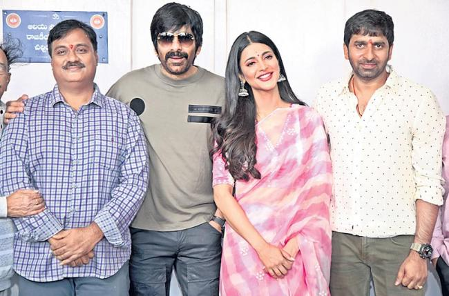 Ravi Teja and Gopichand Malineni is Crack movie launch - Sakshi