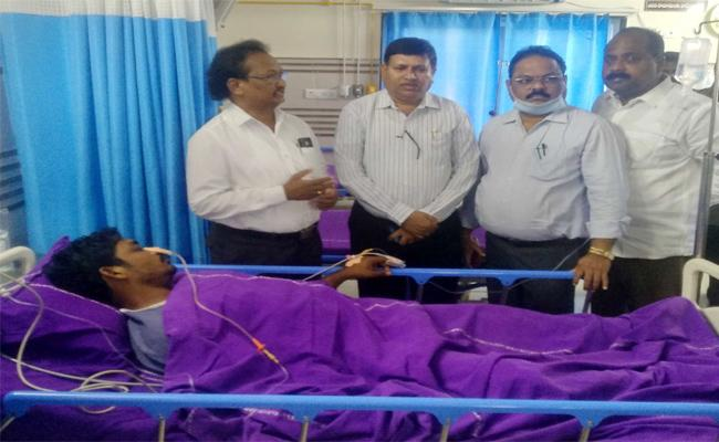 RTC Employee Attempts Suicide In Warangal - Sakshi