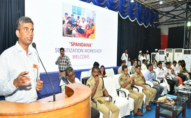 Complaints in the SPANDANA Program Should be Resolved Quickly: CMO Secretary - Sakshi
