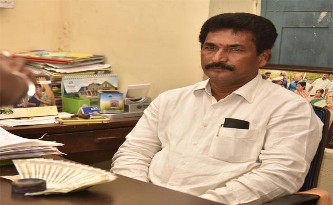 Peddapalli Agriculture Department ADA Caught By ACB On Friday. - Sakshi