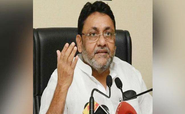 NCP Nawab Malik Slams Devendra Fadnavis Over Govt Formation Row - Sakshi