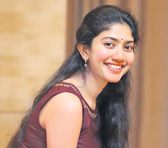 Sai Pallavi and Prakash Raj in Vetrimaaran next - Sakshi
