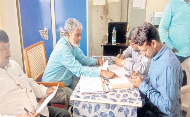 Strict actions taken On occupied Land Of Wakf Board In Gajwel - Sakshi