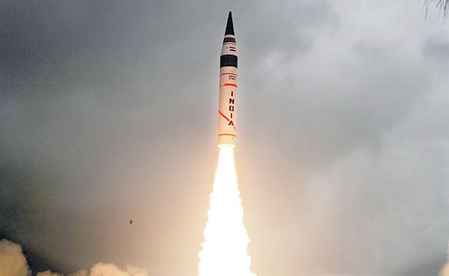 Agni 2 Missile Has Success For First Time In Night Mode From Balasore - Sakshi