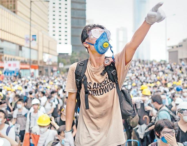 Mainland China students flee Hong Kong over protest violence fears - Sakshi