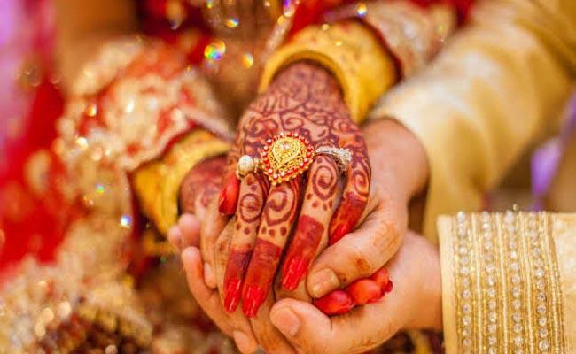 Major Girl Requested Police Officer To Stop Her Marriage At Vikarabad - Sakshi