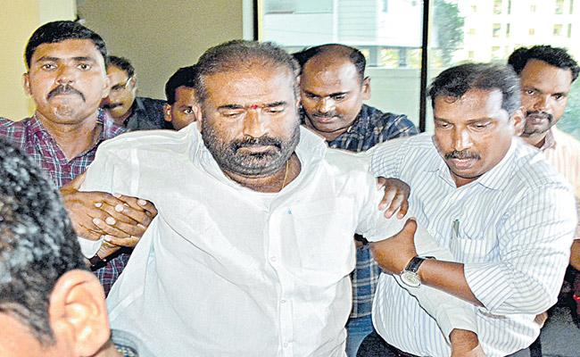 TSRTC Strike : Police Arrest Ashwathama Reddy - Sakshi