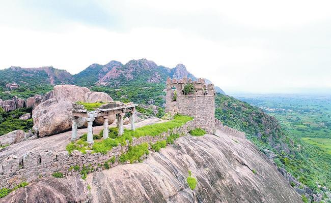 AP Govt measures for Kondaveedu fort development - Sakshi