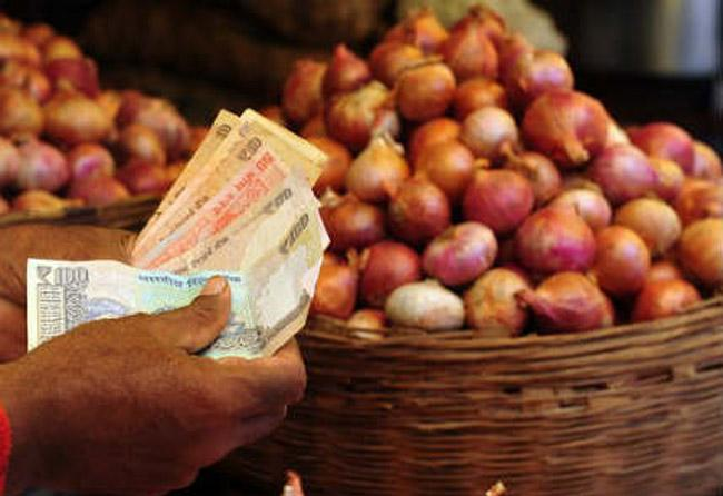 Onions Sell for Record High Rs 220 in Bangladesh - Sakshi