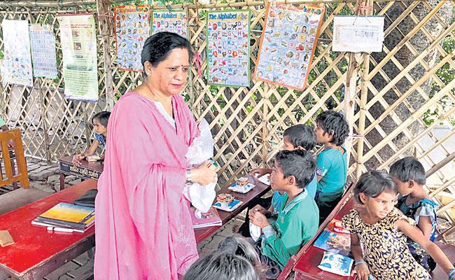 Sharad And Savita Tewari Have Dedicated Their Time To Teach Slum Kids - Sakshi