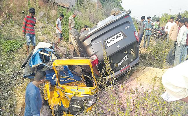 5 people Died In Road Accident At Nizamabad - Sakshi