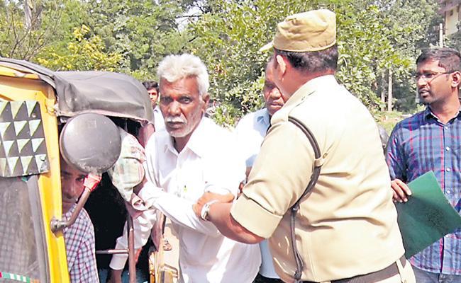 Retired MEO Mallikarjuna Fires On Government Officers At Karimnagar - Sakshi