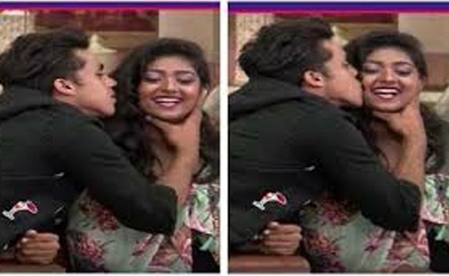 Kishan Kiss Bhumi In Bigg boss - Sakshi