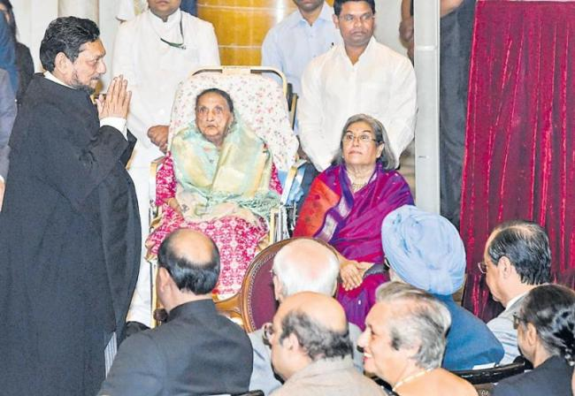 Justice SA Bobde takes oath as 47th CJI - Sakshi