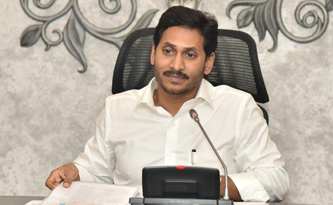 YS Jaganmohan Reddy Meeting With Diary Development officers In Amaravati - Sakshi