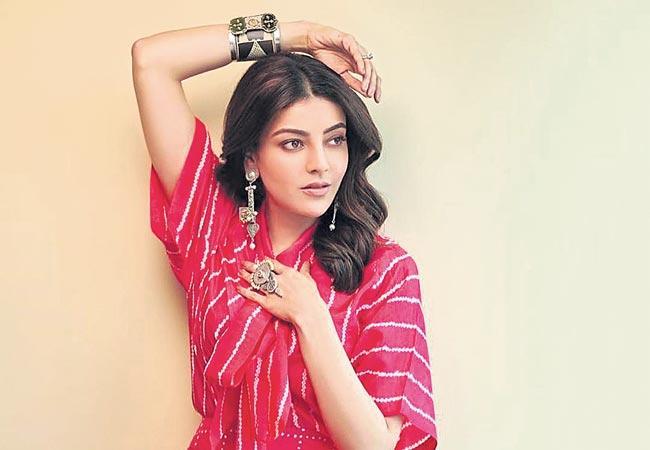kajal aggarwal romance with upendra in kabza - Sakshi